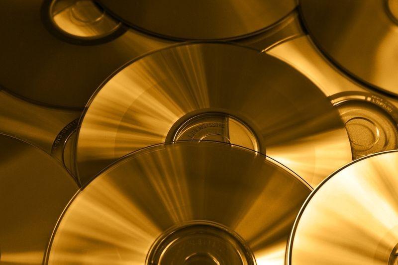 Profesjonalna sprzedaż rozmaitych filmów i muzyki za pośrednictwem internetu