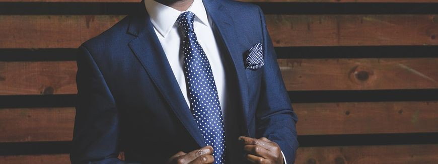 Sklep z profesjonalnie wykonanymi garniturami